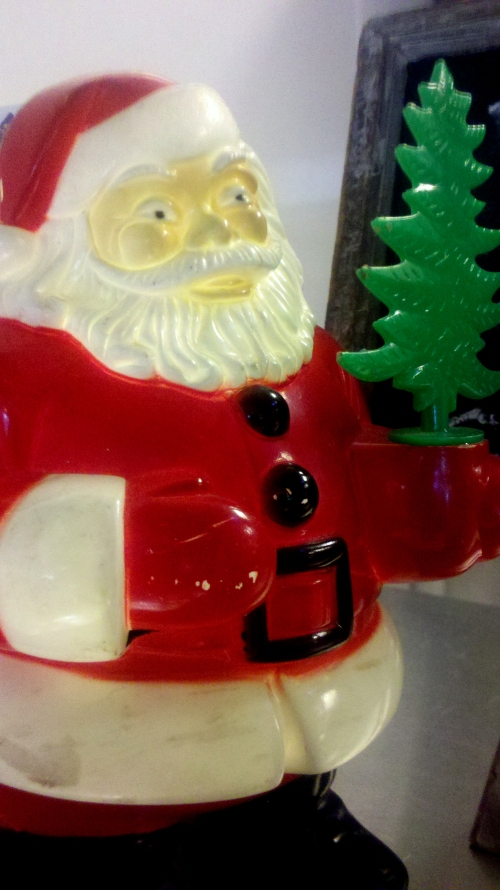 Santa Claus Statue at Petaluma Pie Company